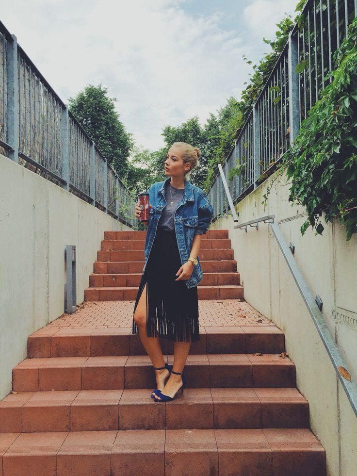 Vintage denim jacket & fringe skirt. #zara #levis #vintage #fringe