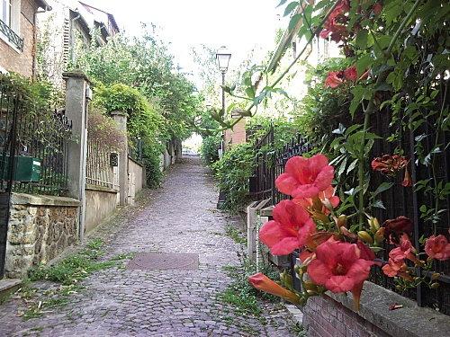 Villas du quartier de La Mouzaïa - Along the rue de la Mouzaïa - 75019 - http://www.cdimancheaparis.com/dimanche-decouverte/itineraire-confidentiel-dans-le-quartier-de-la-mouzaia