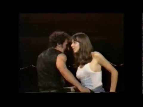 Dancing in the dark ( 88 live ) bruce springsteen - YouTube
