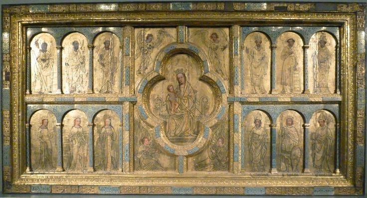 Altartafel aus St. Ursula - Die Altartafel stammt eigentlich aus dem 12. Jahrhundert, die ursprünglichen Reliefs wurden aber im 15. Jahrhundert durch Malereien ersetzt. In der Mitte thront die Gottesmutter mit Kind, umgeben von vorwiegend Kölner Heiligen. Teile der Tafel wurden im 19. Jahrhundert wiederum übermalt. Der erhaltene Rahmen kann gleichwohl das hohe Niveau der romanischen Goldschmiede dokumentieren.