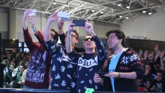 La manifestazione romana dedicata a comics, cosplayer e videogiochi ha accolto una miriade di fan arrivati per conoscere di persona le web star che seguono