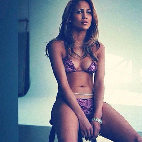 Jennifer Lopez Shows Off Her Sexy Bikini Body, Makes Us Wish It Was Still Summer?Take a Look!