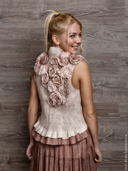 Купить или заказать Жилет 'Barocco' в интернет-магазине на Ярмарке Мастеров. Воздушный, легкий, завораживающий, романтичный. Хочется рассматривать и рассматривать , эти розочки и необычные фактуры. Можно носить и с джинсами и с юбками, а если в комплекте с длинной юбкой, то это уже готовый вечерний наряд, для похода в театр и на торжество. Можно сделать на заказ. ТОЧНОЕ ПОВТОРЕНИЕ НЕ ВОЗМОЖНО!!!!…