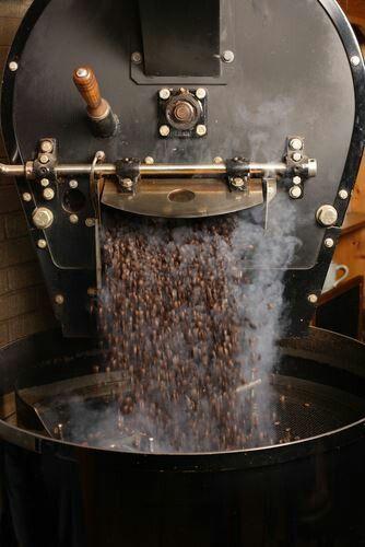 Sangrai kopi dengan peralatan modern tweeps...  @wisatakopi #FestivalKopi