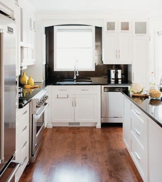 Cuisine à aire ouverte | Les idées de ma maison © TVA Publications | Angus McRitchie #deco #cuisine #blanc #noir #comptoir #ilot