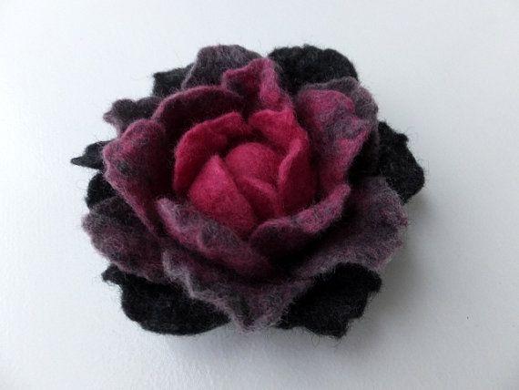 feutre laine Fleur broche  broche fleur feutrée  gris et par LANKOS, $22.00