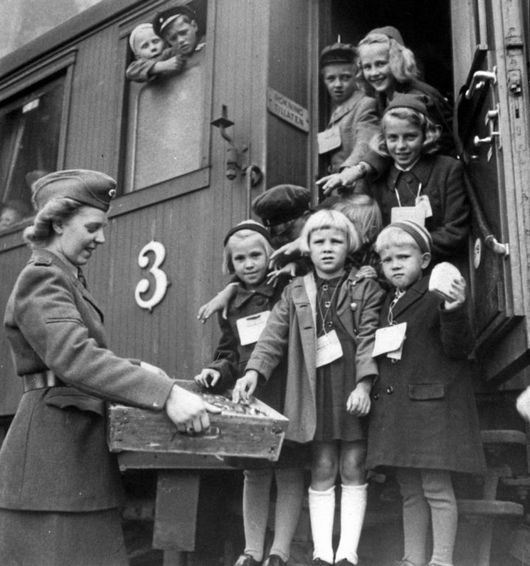 Swedish military uniform m/1942 kv for the Swedish Red Cross, nurse or other Red Cross personnel with Finnish children being evacuated by train to Sweden, 1945.