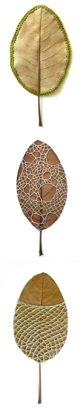 Crochet de Susanna Bauer em folhas secas, pedras e gravetos