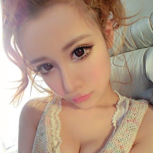 "Korean/Japanese ulzzang (""best face"") style http://www.eyecandys.com/kpop-ulzzang-style/"