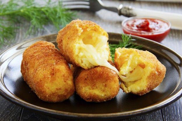 750 grammes vous propose cette recette de cuisine : Croquettes de pommes de terre farcies à la mozzarella. Recette notée 4.2/5 par 10 votants