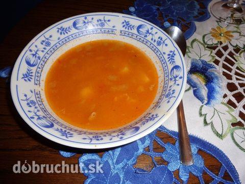 Fotorecept: Rýchla fazuľová polievka -  Zemiaky očistíme, narežeme na menšie kúsky..  Prerastenú slaninu narežeme na kocky a v hrnci...