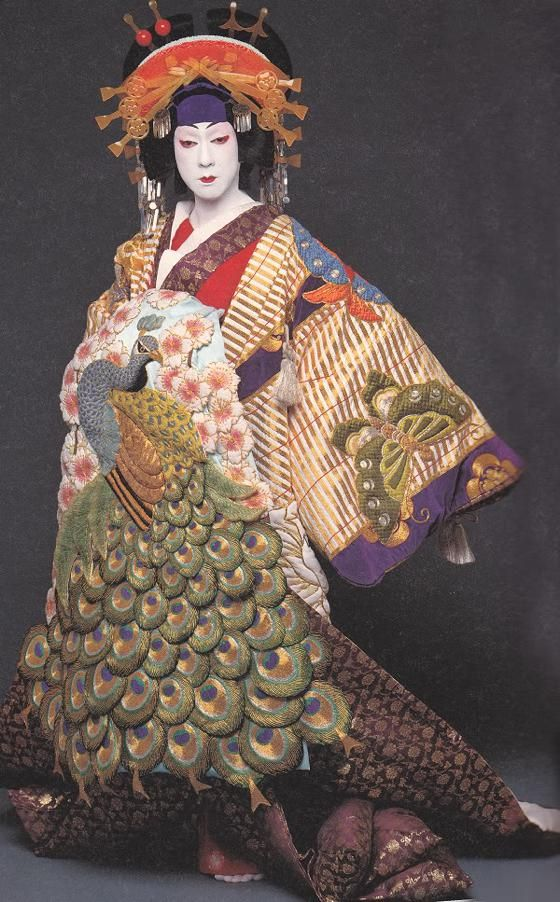 patternprints journal: REFINED PATTERNS AND PRINTS IN KIMONO OF BANDO TAMASBURO, LIVING LEGEND OF KABUKI THEATRE