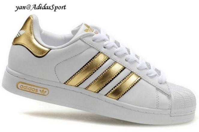 Resultado de imagen para zapatos tenis de moda 2016 color blanco y dorado