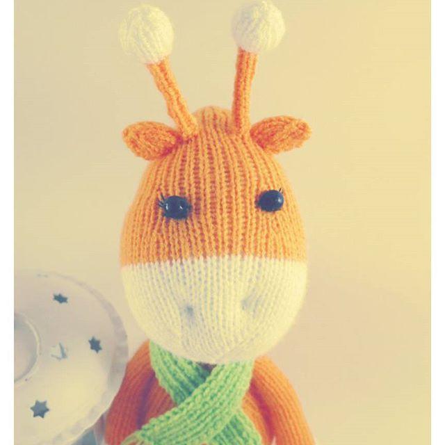 😊Оранжевого всем настроения в ленту💛 У меня родилась новая игрушка Жирафик ☀Солнечный, позитивный и очень милый!!! Он уже нашел свой новый дом💒  Рост игрушки - 40 см. (вместе с рожками) 💕Кто хочет вязаную игрушку - пользуйтесь моментом! Принимаю заказы на февраль!Пишите в директ! 💰💰💰Цена - 1200 руб. 💰💰💰 Пересылка из Харькова по всему Миру за счет покупателя! ❤Ваша #natalidibrova #игрушки #вяжемвместе #игрушкиспицами #вязанаяигрушка #жираф #дляфотосессии…