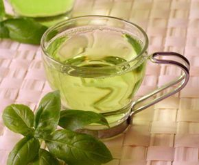 Oregano Tea Recipe 4 to 6 tablespoons fresh oregano leaves 2 ½ cups water 1 tablespoon organic raw honey Tea strainer Method Cut the leaves to release the oil. Boil the water on the stove for 10 minutes. Add oregano leaves and allow to steep for five minutes. Strain and add the honey. Drink while hot to reap its maximum benefits. Oregano tea uses: Coughs, headaches, bronchial problems, swollen glands Depression, flu, head lice, warts and athlete'