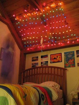 Pictures - 50 Bedrooms decorated with Christmas lights - San Diego interior decorating | Examiner.com