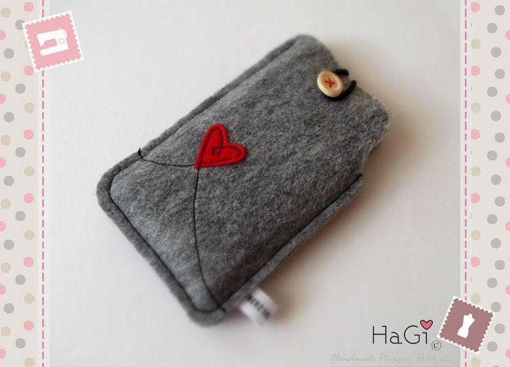 Iphone Case Felt Smartphone Case Valentine. €15,55, via Etsy.