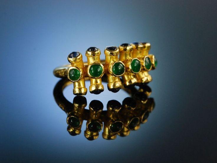 Schweres Gold! Exzellenter Goldschmiede Ring Gold 900 / 21,6 Karat massiv, originelles Design / Entwurf, Smaragde Saphire Cabochon Schliff, Einzelstück, emerald and saphire ring, hochwertiger Gold Schmuck bei die Halsbandaffaire