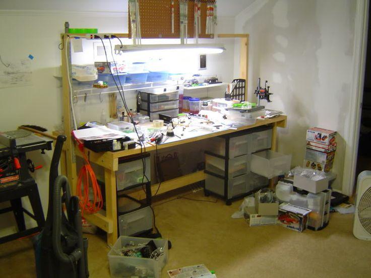 Modell-Werkbank. Man kann nie genug Licht haben. – Modelle – Bastelzimmer, Arbeisplatz / craft room, workplace