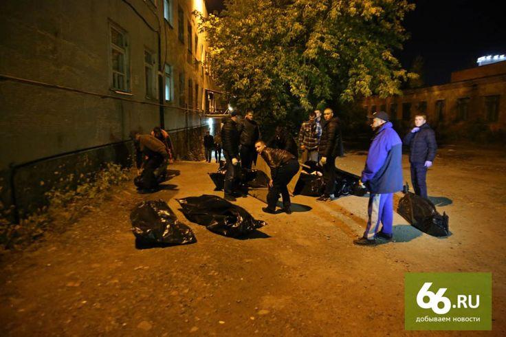 В Екатеринбурге прямо сейчас происходит какой-то запредельный пиздец. Местные похоронные бюро устроили войну с РПЦ и в результате ночью по городу бегает куча…