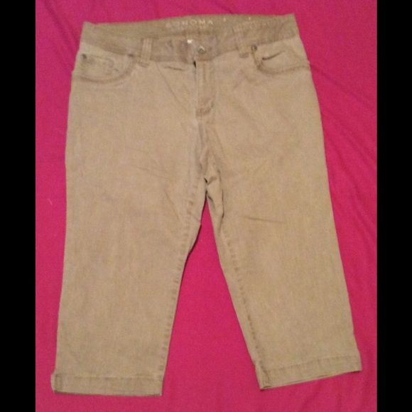 Women's khaki Jean Capris- size 12 petite -6.00 Nice casual Khaki Jean Capris - size 12 petite- 6.00 - bought from Kohls Sanoma brand like new no stains or rips of any kind Sanoma Pants Capris