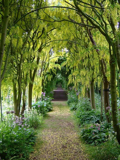 Scenic gardens at Haseley Court in Oxfordshire, England