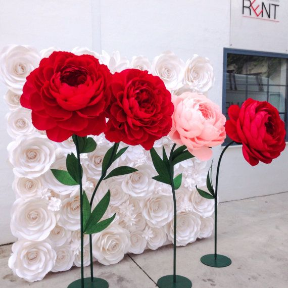 This listing is for 1 giant peony without stem. This unique flower is handmade in our studio in Palma de Mallorca. Is perfect for single flower for brides, bridesmaid, wedding backdrop, wedding decoration, photobooth, house decoration or any kind of decoration. If you would like to have stem along with the flower please contact me. This beautiful peony is made of Premium Quality Crepe Paper with beautiful texture and a wide range of colors for you to choose. For paper color chart please…