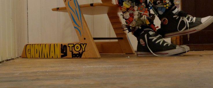 The installation sculpture Candyman vs. Toyboy - See more at: http://leketoys.no/portfolios/candyman-vs-toyboy