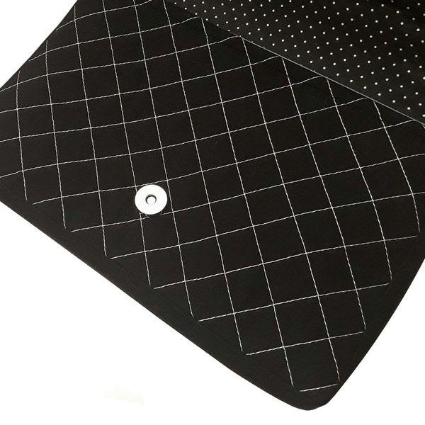 Taška na tablet Materiál: 100% Bavlna, Ronolin 100 Rozmery: výška - 18 cm, šírka - 26 cm, hrúbka - 3 cm Údržba: Program ručné pranie, max. 30°C,