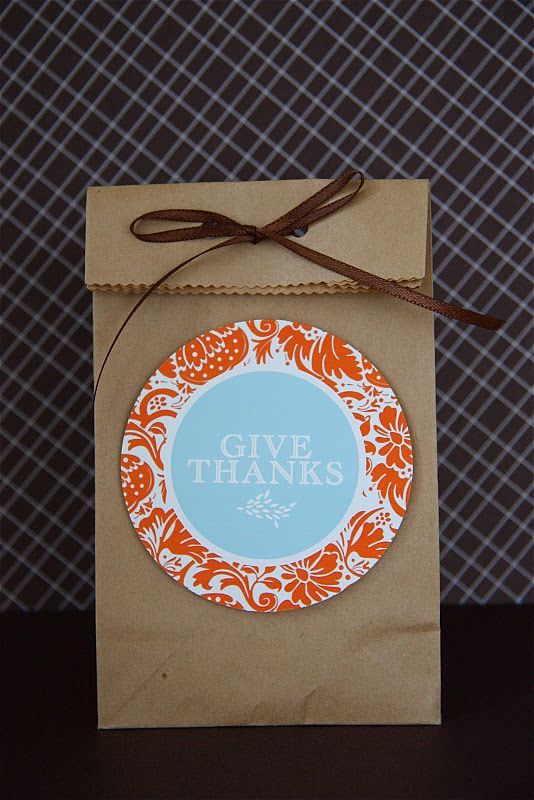 These large tags are so perfect for dropping off a Thanksgiving treat to a neighbor or teacher! Or tying one on to a wine bottle for a simple gift tag. Pinned by Muddy Monkeys.