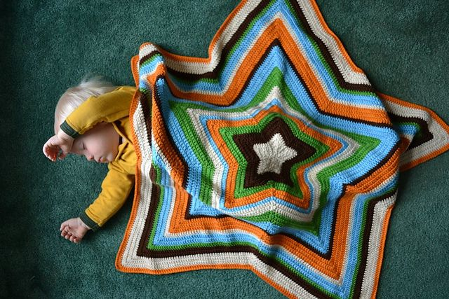 Chromium Star Blanket, free pattern by Laura Lynn Hanks