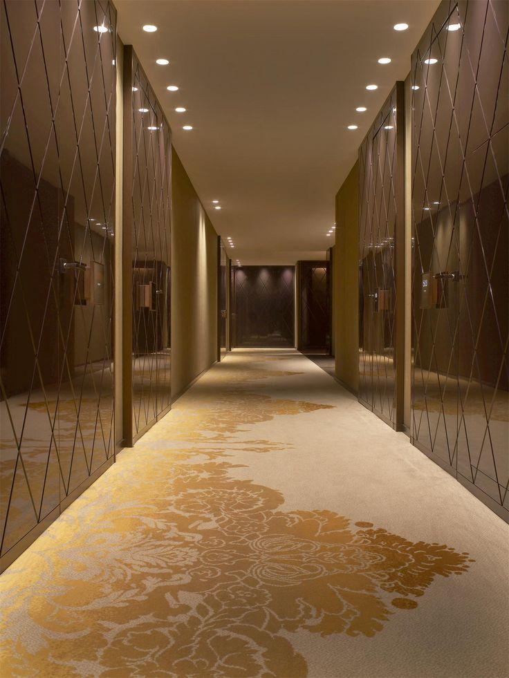 W Hotel, St Petersburg. interesting bronze designed walls. Lobby&Reception Desk&Counter&hallway&foyer design. Лобби,холлы отелей,ресторанов и общественных зон.
