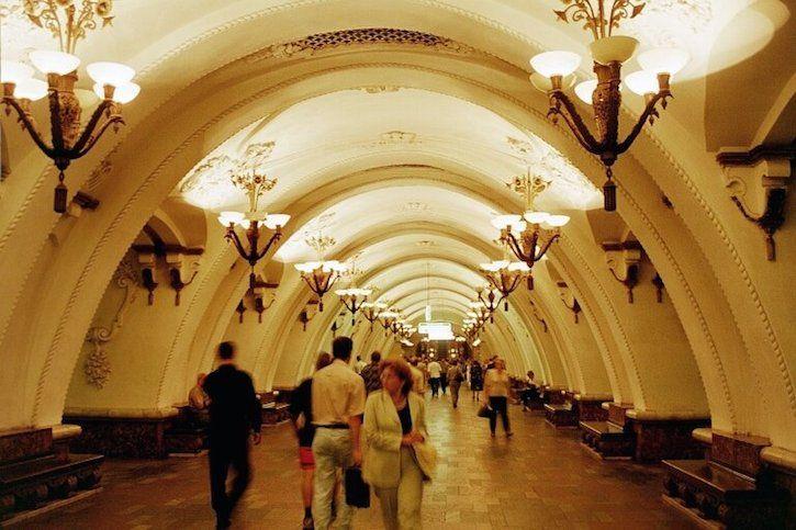 TOUR D'EUROPE DES PLUS BEAUX MÉTROS : Moscou  http://www.lumieresdelaville.net/2014/04/18/tour-deuropes-des-plus-metros/