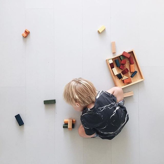 Making #cars with wooden blocks 🌿📷 @mamamargaritha 💛🎈#woodenstory #woodenblocks #woodentoys #ecotoys #greentoys #rainbowblocks 🎨 coloured with #ecocertifiedpaint finished with #beeswax 🐝 and #botanicaloils 🌿 #handcrafted #artisantoys #heirloomtoys #montessoritoys #waldorftoys