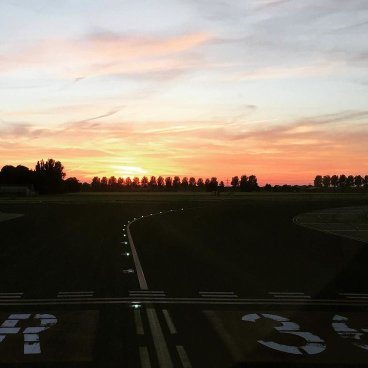 Ready to line up in Amsterdam at sunset. This truly is the best job. #yolo #pilotlife #aviation