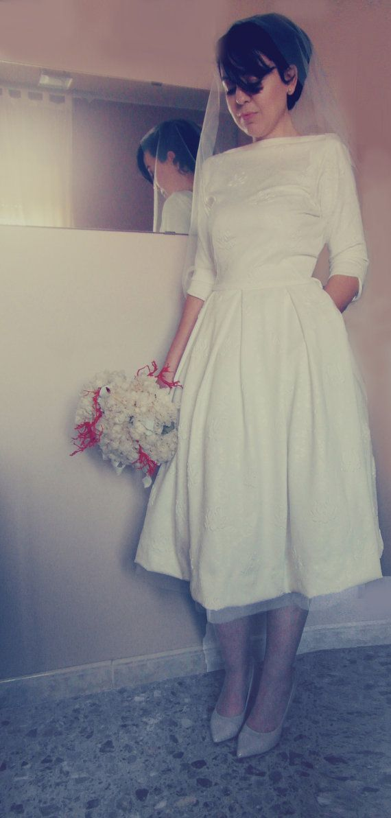 Hey, I found this really awesome Etsy listing at https://www.etsy.com/listing/270075288/tea-length-wedding-dress-vintage-wedding