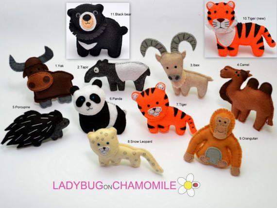 AZIATISCHE DIEREN. Woestijn dieren. Berg dieren  1. Jak 2. Aziatische Tapir 3. Steenbok (Urial) 4. camel 5. stekelvarken 6. de panda 7. tiger 8. de Luipaard van de sneeuw 9. orang-oetan 10. tiger nieuw 11. zwarte beer  (De prijs is per 1 stuk)  Leuke miniatuur decoratieve voorwerpen gemaakt van kleurrijke, gevoelde weefsel. Deze gevulde voelde items zijn oorspronkelijk ontworpen als een geweldige home decor en schattig giften voor uw gehouden van degenen. Ze zijn educatief voor de kinderen…