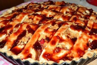 Prajitura cu mere si aluat gratar - O prajitura cu mere, scortisoara si gem de caise sau de prune usor de realizat dar laborioasa, pe care o poti imparti cu intreaga familie in serile racoroase de toamna.