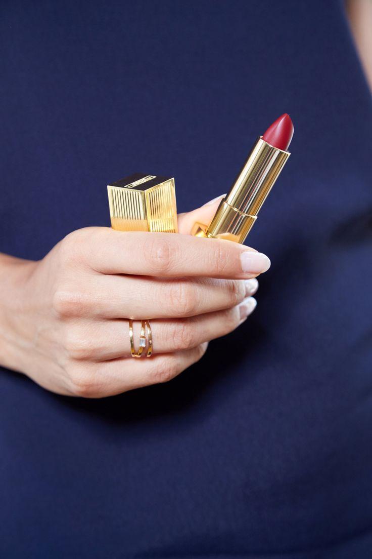 Die ultimative Anleitung, um Makeup von deinen Klamotten zu entfernen