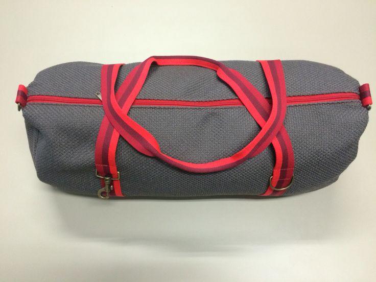 mod.21 - gray bag - three reds stripes