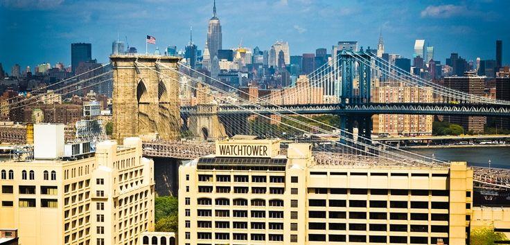 Los testigos de Jehová, la conocida secta que va de puerta en puerta y que ha tenido su cuartel general en Brooklyn durante un siglo, ha puesto a la venta su sede y otras propiedades por un precio que se estima en mil millones de dólares o incluso más, tal como relata la agencia Associated Press en una noticia firmada por Karen Matthews. El desplazamiento de la sede de los testigos de Jehová a una localidad a una hora de distancia al norte de la ciudad de Nueva York probablemente significará