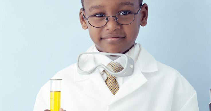 Experiências científicas com tubos de ensaio para crianças . As experiências ficam interessantes e mais divertidas quando você usa equipamentos reais de laboratório, como tubos de ensaio. Você pode usar tubos de ensaio de plástico ou de vidro, mas os de plástico são geralmente mais seguros. Antes de tentar qualquer experiência, verifique com os pais ou outro adulto. Sempre use óculos de segurança, siga as ...