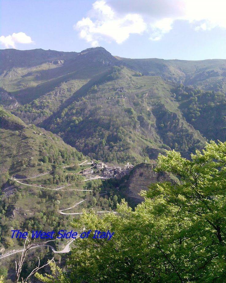 Piemonte, Provincia di Cuneo, Valle Grana, vista su Campomolino, frazione di #Castelmagno #Piemonte #Italy #montagna #mountain #provinciadicuneo #visitpiemonte #piemonteturismo