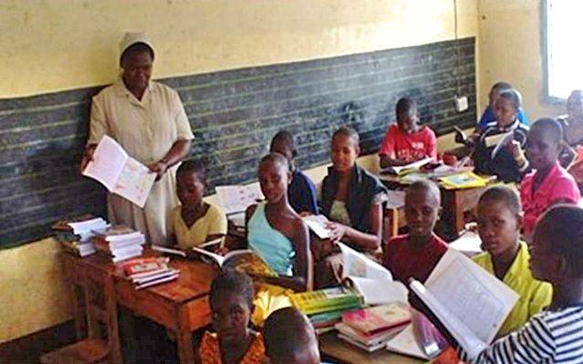 Las hijas de Caridad trabajan en la terminación de la mutilación genital femenina (TFGM) en Masanga, Diócesis de Musoma, Tanzania #FGM #AdGentes