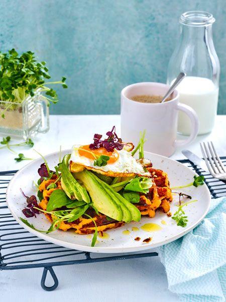 Frühstücksgenuss vom Feinsten aus Süßkartoffel, Avocado und Ei.