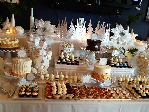 Winter wedding dessert bar #weddingideas #dessert #desserttable #winterwedding #dessertbar