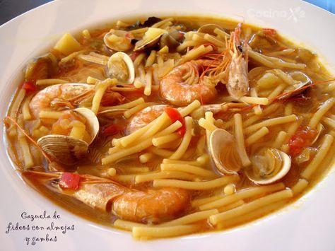 Cazuela de fideos con almejas y gambas, plato típico de la cocina malagueña. Cocinax2. Las recetas de Laurita.: