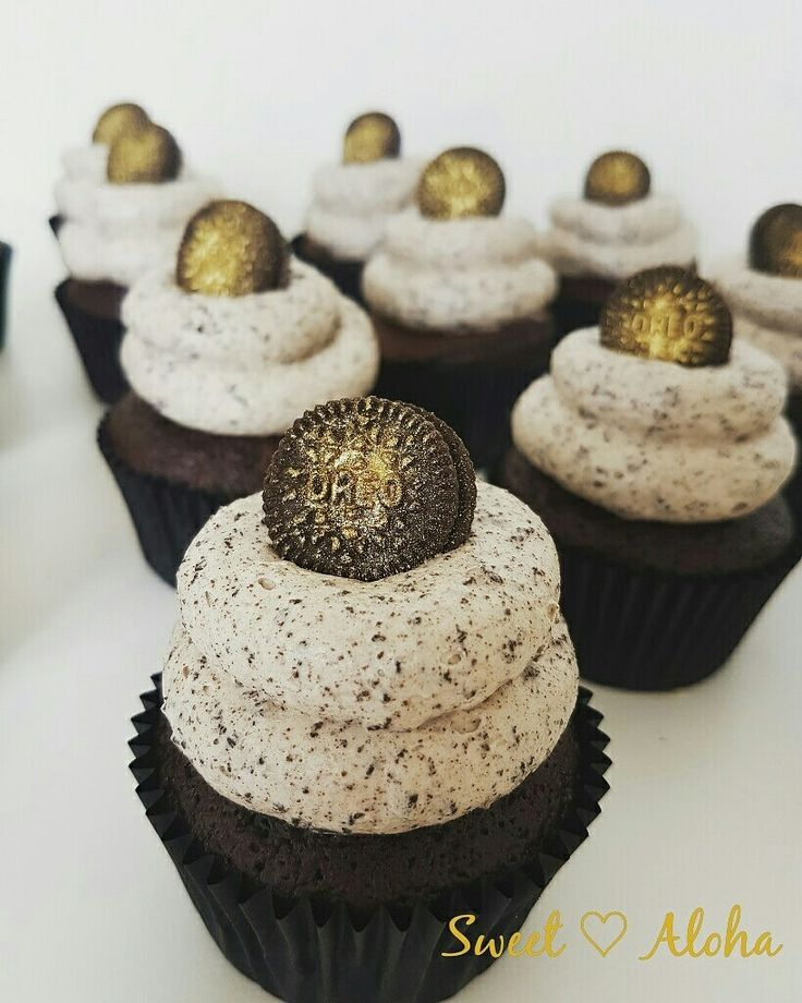 Chocolate Cookies and cream oreo cupcakes with gold accent
