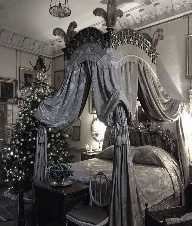 Romantic red bedroom: looks like an Anne Rice Novel ...