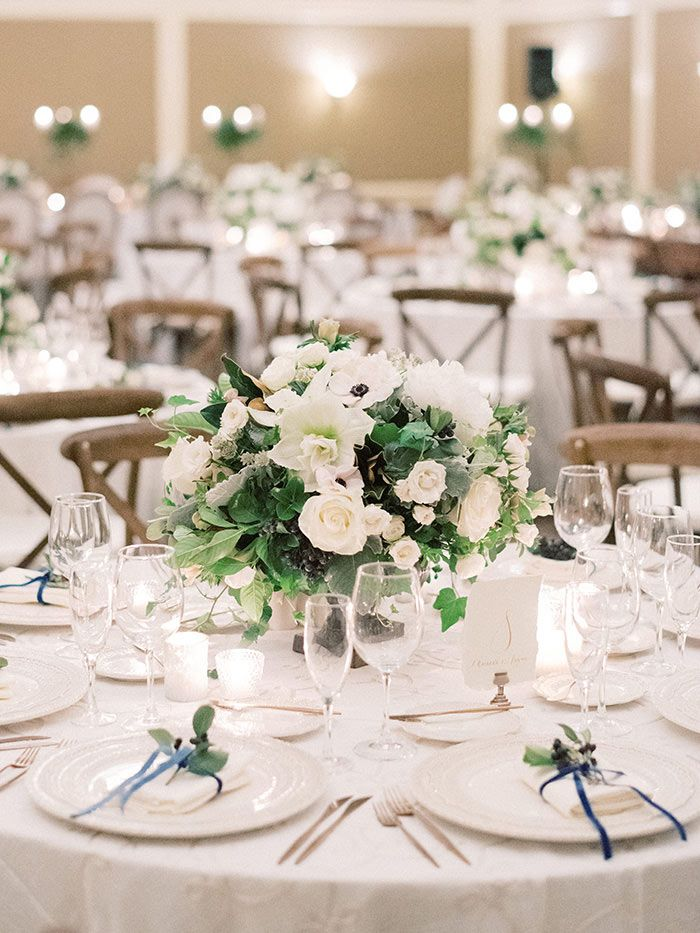 Simple Centerpieces Are Perfect For Round Tables Weddinginspo